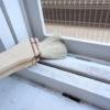 窓のサッシ掃除に役立つ道具、それは塗装用ハケ!